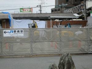 野崎駅工事重機近影