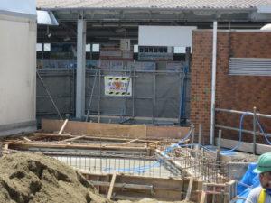 野崎駅仮駅舎の基礎部分