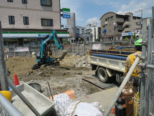 野崎駅仮駅舎工事・ユンボ
